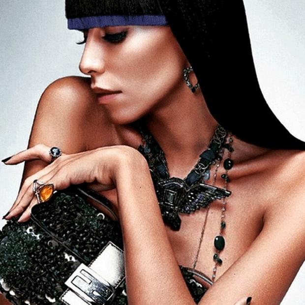 Modelo brasileira foi eleita pela revista Forbes como uma das 12 mulheres que mudaram a moda italiana (Foto: Lea T/Instagram)