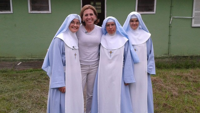 Rosana Valle visita convento em Juquiá (Foto: Reprodução/TV Tribuna)