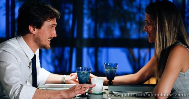 Lili promete a Marcelo que vai voltar a ser a noiva perfeita (Foto: Inácio Moraes/TV Globo)