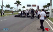 Taxistas protestam contra motoristas da Uber em Vitória (Divulgação/ TV Gazeta)