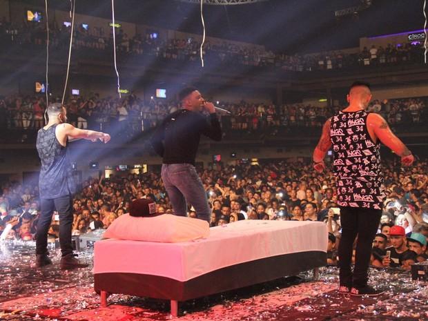 MC TH em show na Zona Oeste do Rio (Foto: Divulgação)