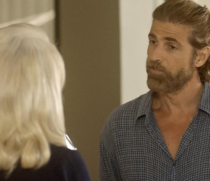 Pedro não perde a oportunidade de provocar a madrasta (Foto: TV Globo)