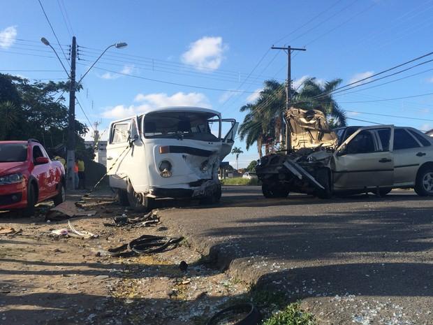 Acidente envolveu três veículos na Santa Amélia (Foto: Carolina Sanches/G1)