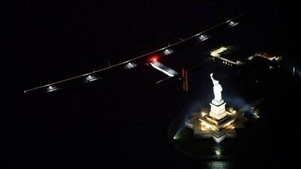Solar Impulse sobrevoa Estátua da Liberdade (Foto: BBC)