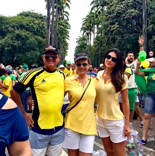 Natalia Guimarães participa de manifestação em Belo Horizonte (Foto: Reprodução/Instagram)