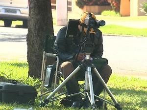 'Marronzinho' trabalha com radar móvel em avenida de Ribeirão Preto, SP (Foto: Reprodução EPTV)