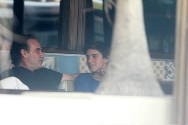 Marcos Ricca com o filho (Foto: Delson Silva / AgNews)