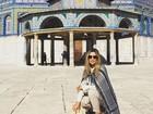 Flávia Alessandra posta foto em Jerusalém e diz que precisou se cobrir