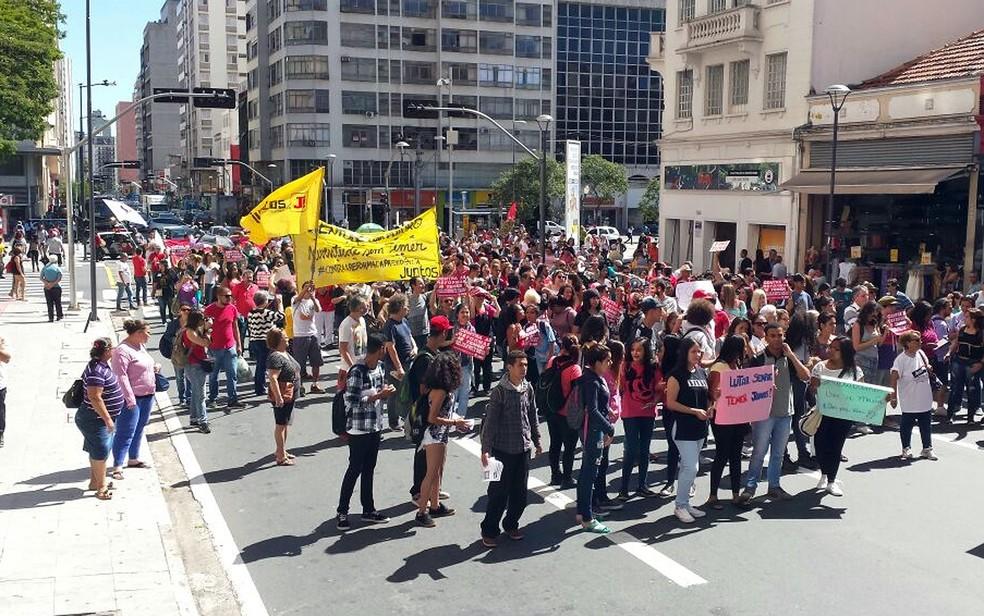 Campinas: alunos de escolas estaduais e profissionais de várias áreas protestam contra reforma da Previdência (Foto: Fernando Evans/G1)