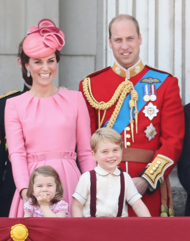 Charlotte e George com os pais, Kate Middleton e príncipe William (Foto: Getty Images)