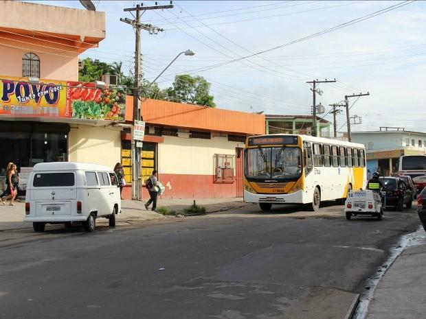 Crime aconteceu na Rua Sumaré, situado no bairro Val Paraíso (Foto: Girlene Medeiros /G1 AM)