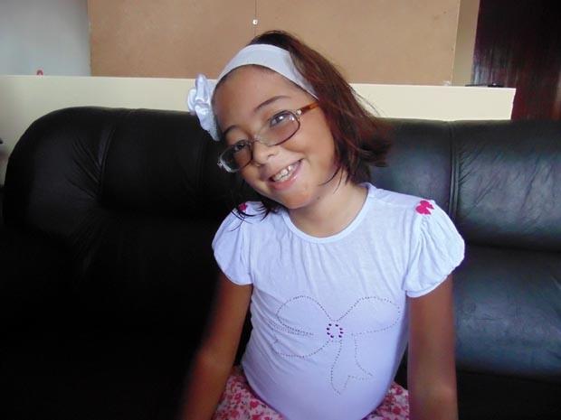 Amanda Brandão, de 8 anos, deve fazer o transplante de medula óssea no início de maio (Foto: Fernanda Zauli/G1)