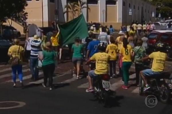 Cerca de 250 manifestantes se reuniram em Uberaba (Foto: Divulgação | TV Integração )