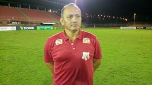 Técnico Gilmar Calonga (Foto: Sidney Magno Novo/GloboEsporte.com)
