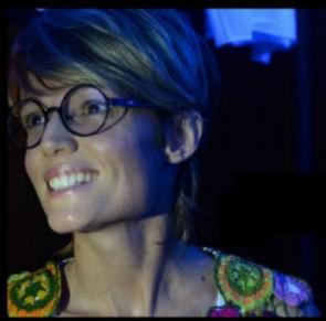 Camila Jordão apaixonada por óculos (Foto: Arquivo pessoal)