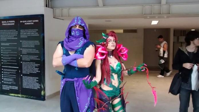 Lyncon e Thais compareceram fantasiados ao torneio de League of Legends (Foto: Caio Castro / TechTudo)