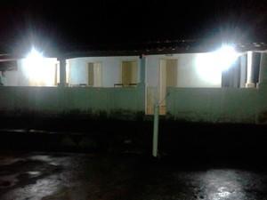 Casa do sogro de ex-prefeito de cidade da Bahia foi invadida por bandidos (Foto: Marcello Dial/Site Voz da Bahia)