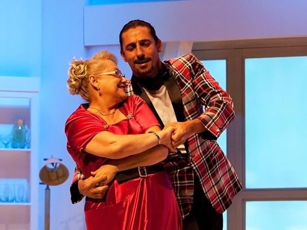 Tuca Andrada e Suely Franco vivem professor de dança e aluna  (Foto: Divulgação)