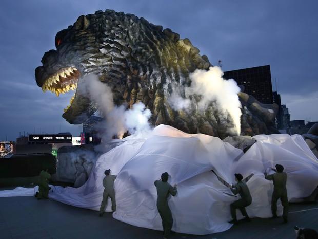 Monstro Godzilla virou embaixador de turismo de bairro de Tóquio (Foto: Shizuo Kambayashi/AP)