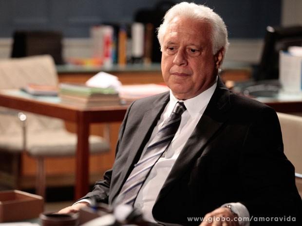 César não sabe mais o que fazer para impedir investigação (Foto: Pedro Curi/ TV Globo)