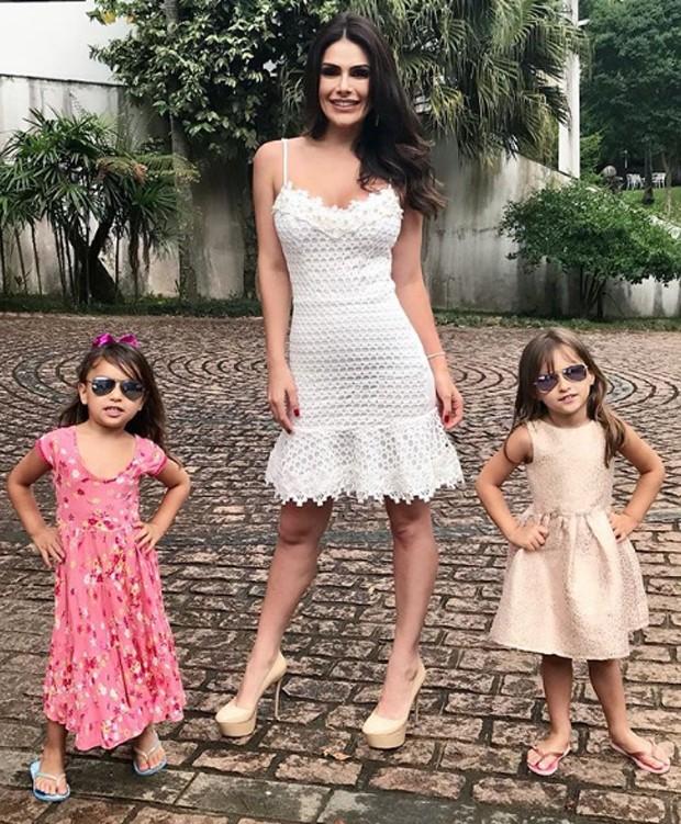 Natália Guimarães e as filhas (Foto: Reprodução/Instagram)