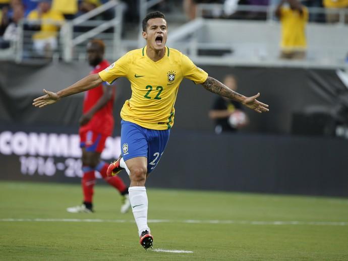Philippe Coutinho gol Brasil x Haiti (Foto: EFE)