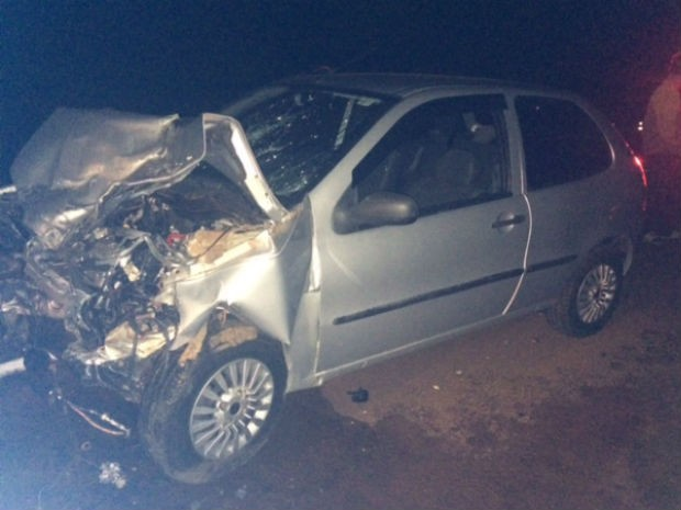 Motorista do carro ficou gravemente ferida e foi encaminhada para um hospital de Campo Mourão  (Foto: Divulgação / PRF)