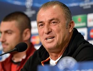 Fatih Terim em coletiva do Galatasaray (Foto: AP)