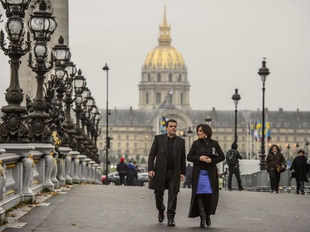 Gloria Pires e Cassio Gabus Mendes gravam em Paris  (Foto: Alex Carvalho/Globo)