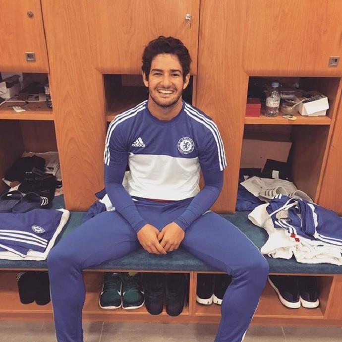 BLOG: Rindo à toa: Pato posa sorridente antes de segundo treino pelo Chelsea