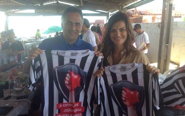 luciano cartaxo e mayana neiva com camisa do botafogo-pb (Foto: Divulgação / PMJP)