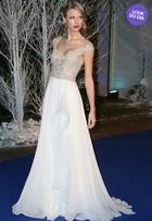 Look do dia: Taylor Swift arrasa em jantar de gala com William e Kate