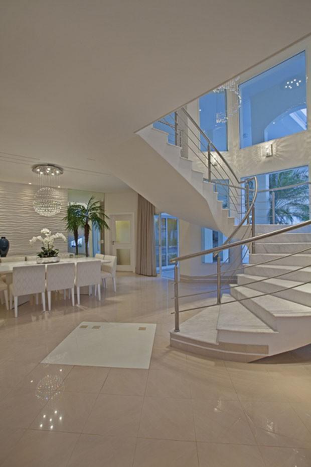 Sala De Estar Iara Kilaris ~ Lorena Cavalcanti Lar de 672 m² no interior de SP tem piscina ampl