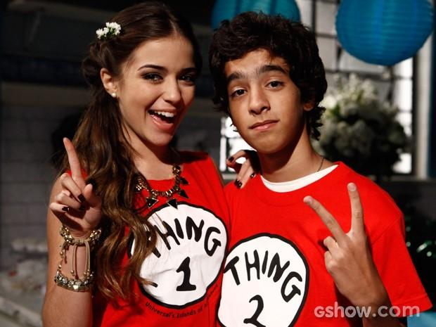 Anna Rita exibe orgulhosa a camiseta que deu de presente ao amigo (Foto: Inácio Moraes / TV Globo)