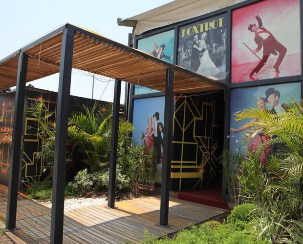 veja a entrada da casa do Dança dos Famosos na semana do foxtrote (Foto: Carol Caminha/ TV Globo)