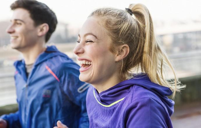 EuAtleta - homem e mulher correndo felizes (Foto: Getty Images)