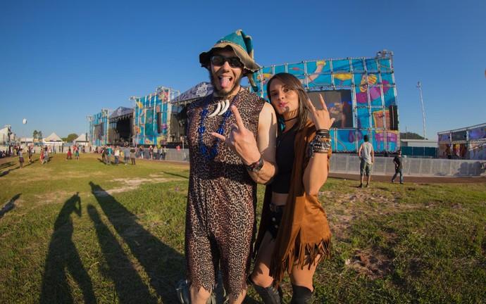 Bianca de Almeida e Thales Ribeiro, de Lins (SP), e seu bom humor no João Rock 2016  (Foto: Mateus Rigola/Gshow)