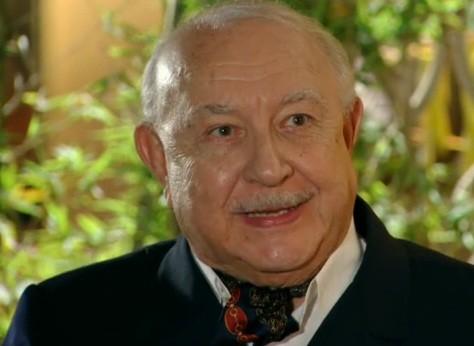 Sergio Mambertti é Dionísio em 'Flor do Caribe' (Foto: Reprodução)