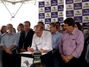Governador também discutiu melhorias nas estradas da região (Foto: Carolina Mescoloti/G1)