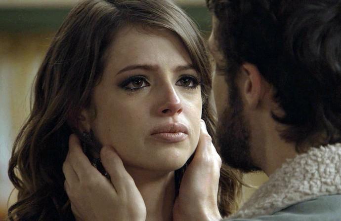 Camila fica confusa em relação a seus sentimentos (Foto: Tv Globo)