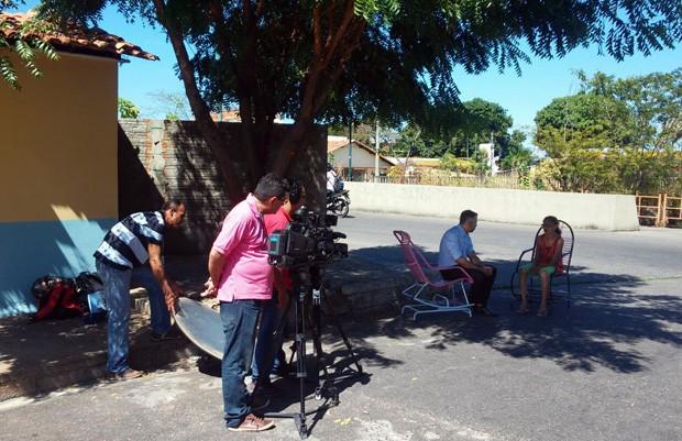 Renan Nunes  relembra história em conversa com moradores antigos de Teresina (Foto: TV Clube)
