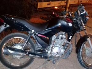 Homem pilotava uma moto quando caiu da ponte (Foto: Divulgação/Polícia Rodoviária Federal)