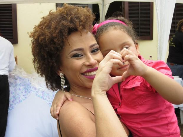 Detenta Ana Cláudia Gomes reencontrou filha de 5 anos em concurso (Foto: Marcelo Elizardo/ G1)