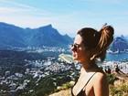 Giovanna Lancellotti relembra foto de biquíni em dia nublado: 'Volta sol'