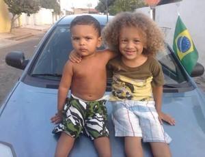 Foto de crianças parecidas com Thiago Silva e David Luiz  (Foto: Reprodução internet)