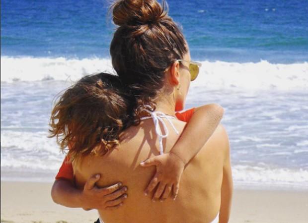 Alessandra Ambrosio e o filho, Noah Phoenix (Foto: Reprodução/Instagram)