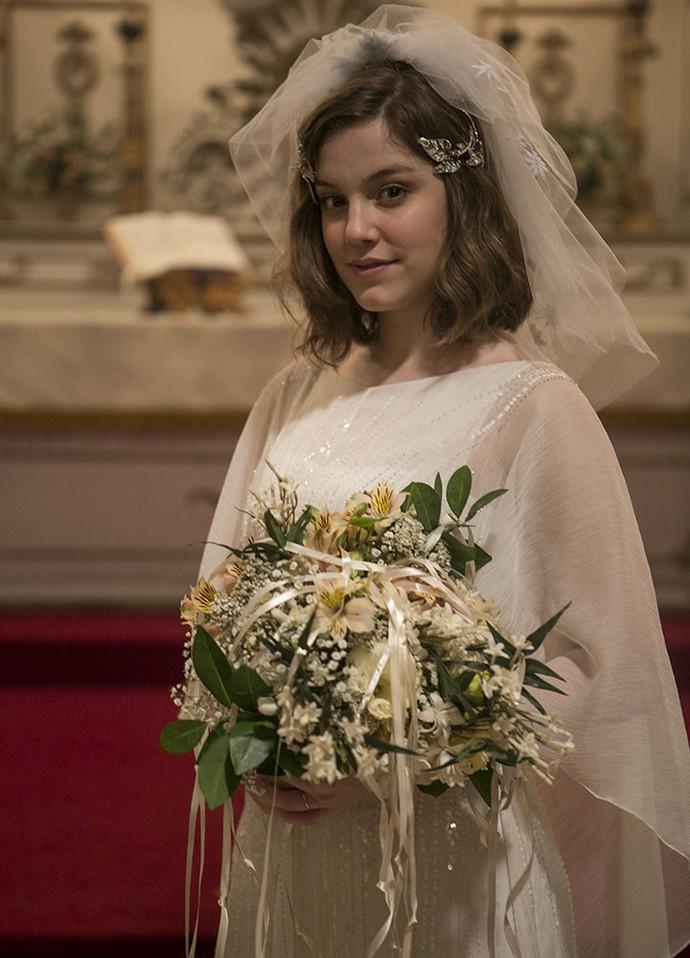 Alice Wegmann posa vestida de noiva nos bastidores de Ligações Perigosas (Foto: Inácio Moraes/Gshow)