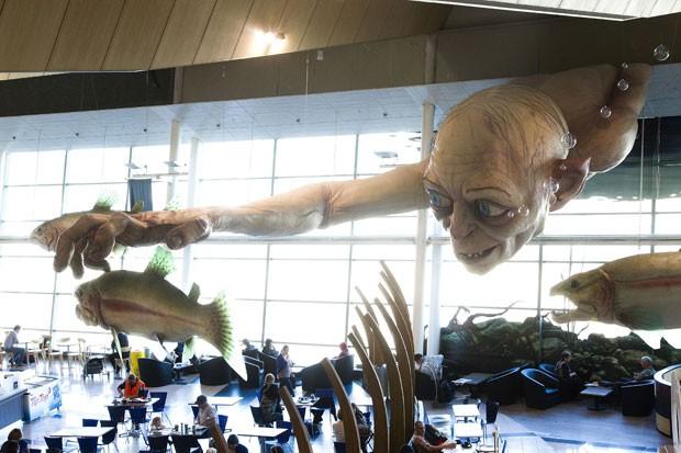 Escultura está suspensa no terminal principal do aeroporto de de Wellington. (Foto: Marty Melville/AFP)