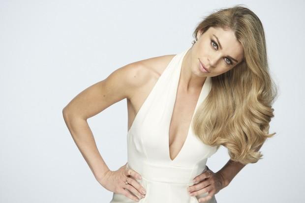 Grazi Massafera exibe os cabelos volumosos em nova campanha de L'Oréal Paris