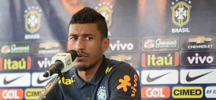 Paulinho na entrevista coletiva da seleção brasileira na Cidade do Galo (Foto: Pedro Martins/MoWa Press)